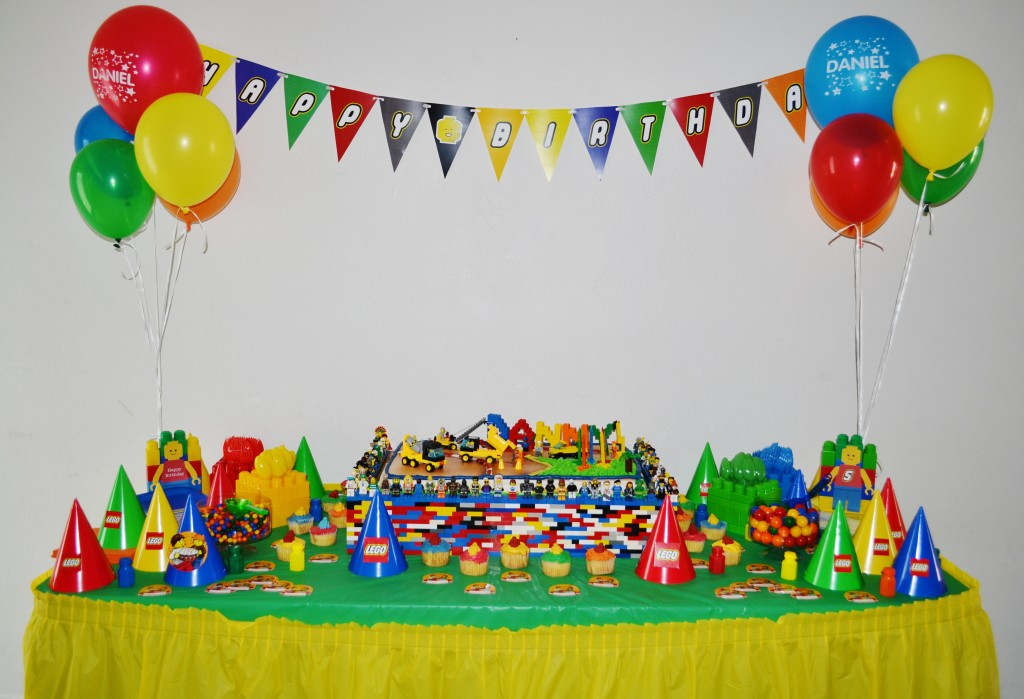 Sue Shared With Me The Lego Theme Party She Hosted For Her Son Daniels 5th Birthday Celebration This Amazing Featured An Eye Catching Cake Table