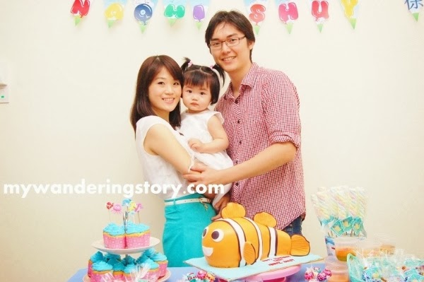 first birthday party family picture