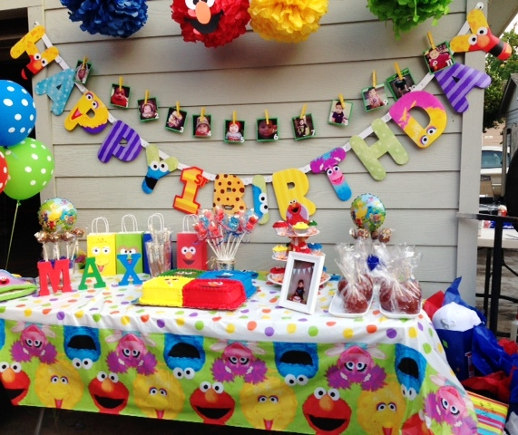 This Sesame Street Party Was Submitted To Me By Lisa The Celebrate Her Son Maxs 1st Birthday Decorations Table Decor And Cake